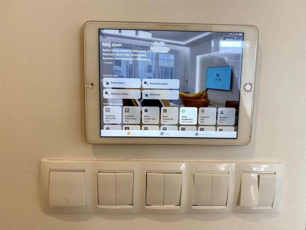 Wall mount for tablet
