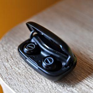Słuchawki AWEI T19 w pudełku do ładowania